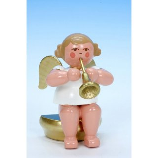Christian Ulbricht music angel sitting with fanfare