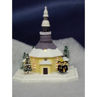 Uhlig lighthouse church of Seiffen with carolers