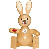 Wagner easter bunny sitting with carrot nature